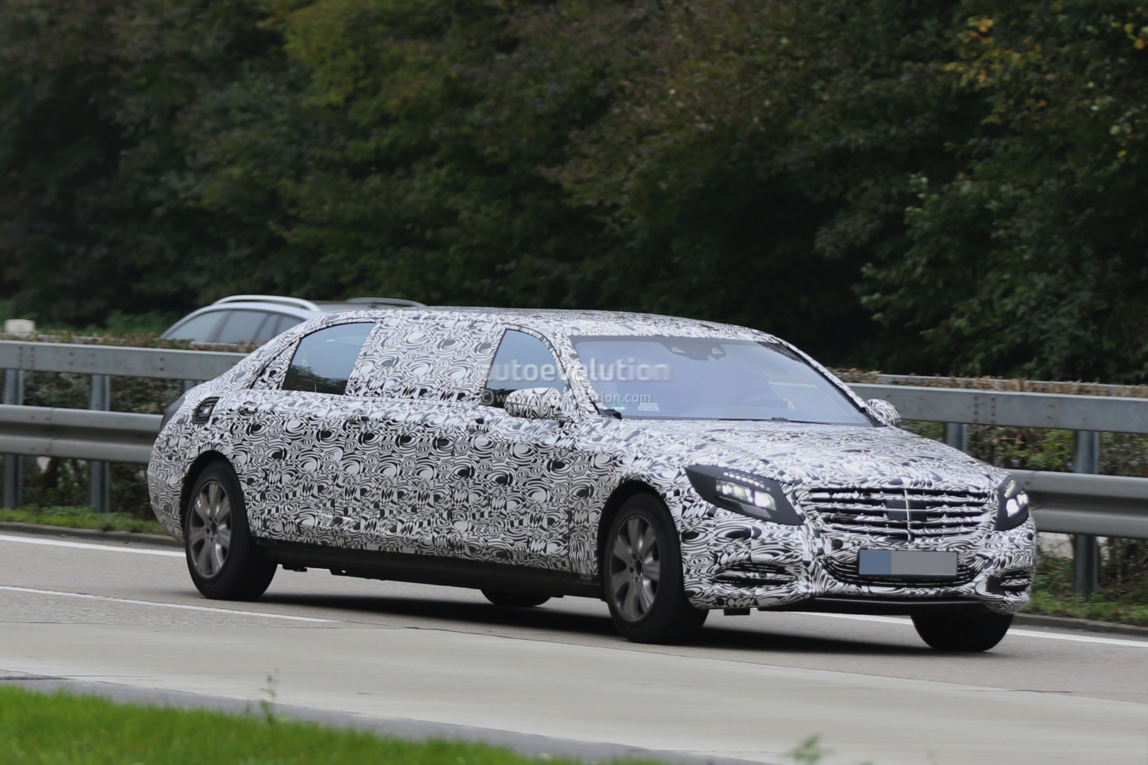 2016 mercedes benz s 600 pullman spied getting closer to for Mercedes benz pullman