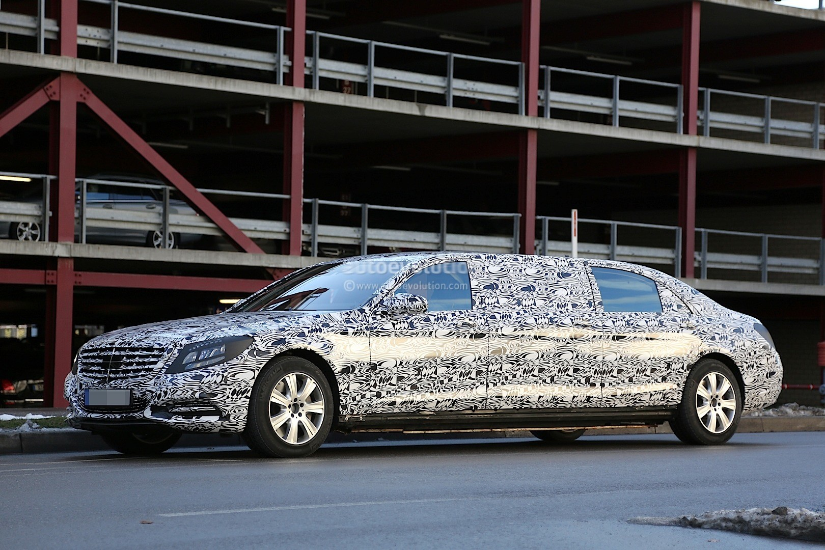 2016 mercedes benz s600 pullman interior spyshots show for Mercedes benz s guard for sale