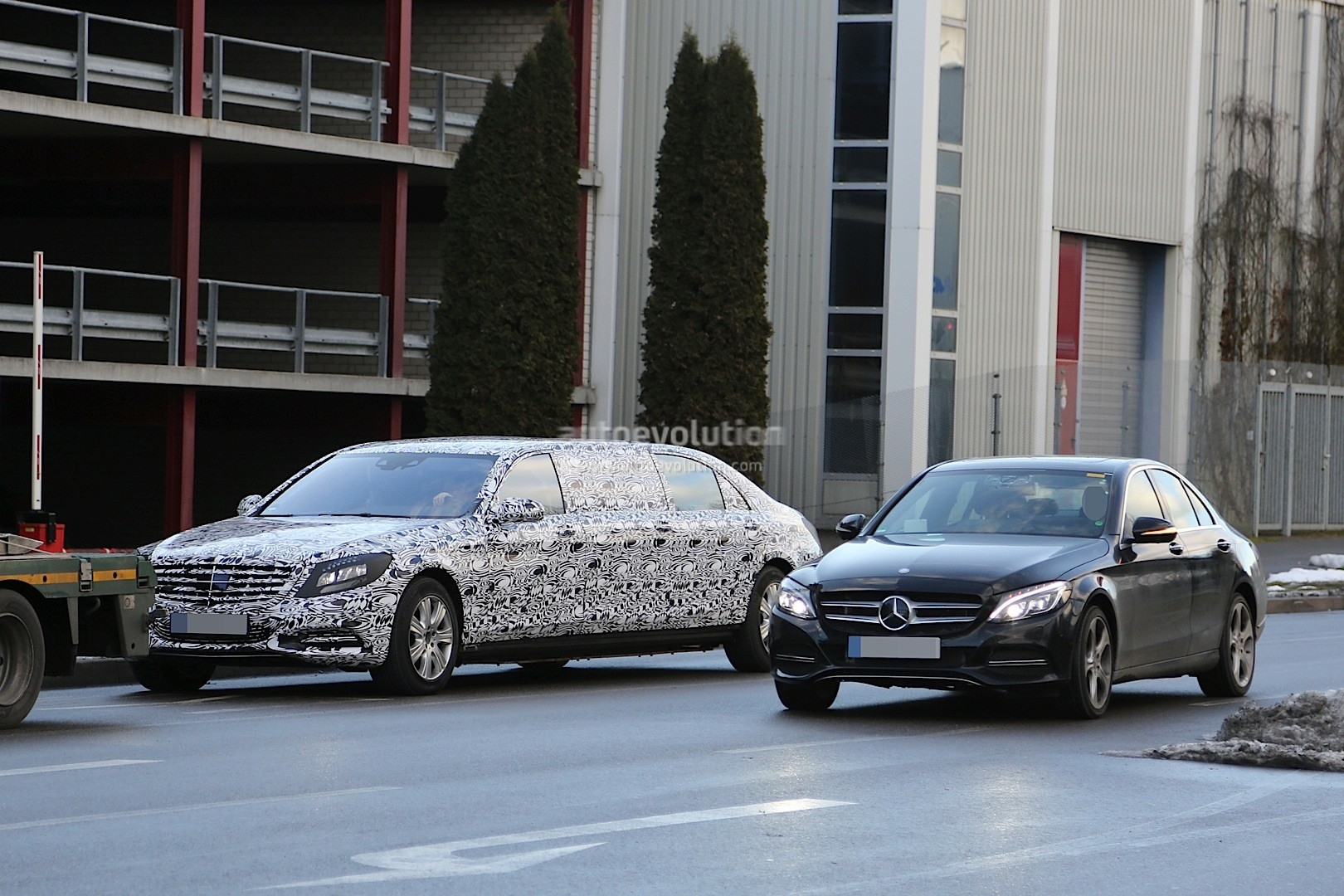 2016 mercedes benz s600 pullman interior spyshots show for Mercedes benz pullman
