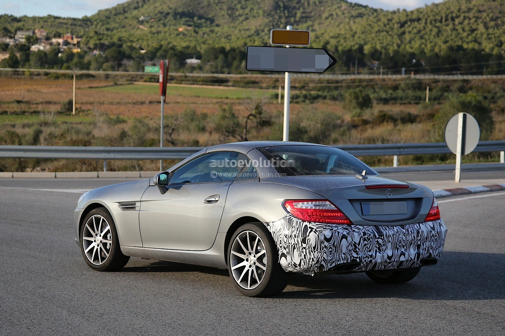 2015 - [Mercedes] SLC (ex-SLK) [R172] 2016-mercedes-benz-slc-is-a-mid-cycle-facelift-for-the-slk-photo-gallery_4