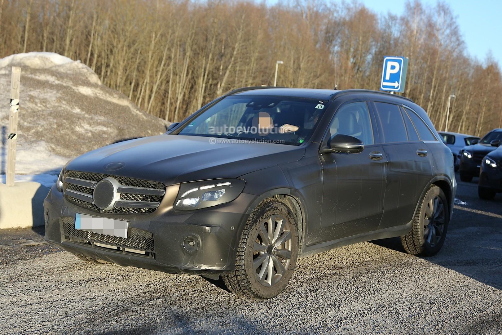 2015 - [Mercedes] GLC (GLK II) [X205] - Page 10 2016-mercedes-glc-spy-photos-show-nearly-undisguised-pre-production-prototypes_13