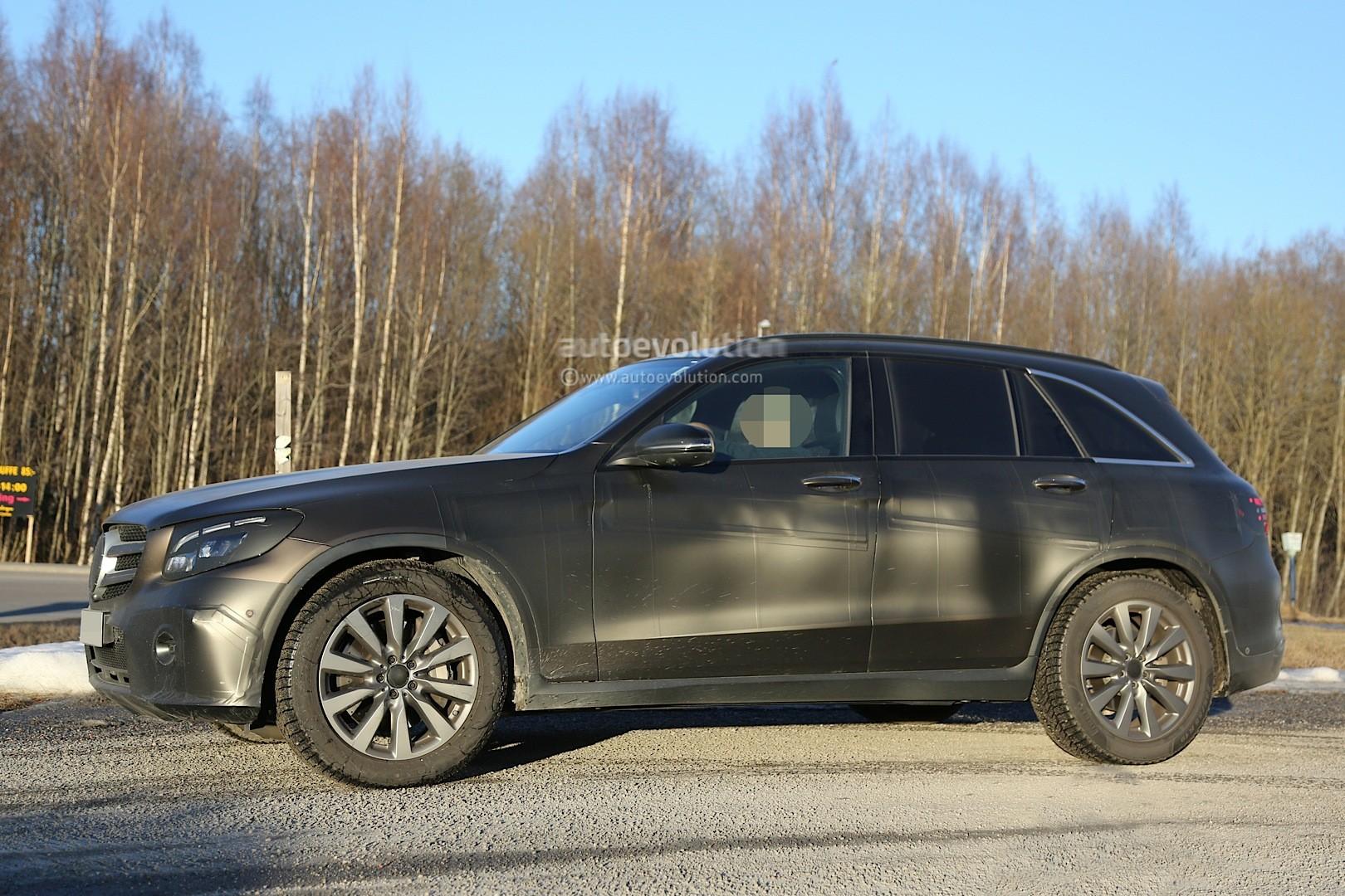 2015 - [Mercedes] GLC (GLK II) [X205] - Page 10 2016-mercedes-glc-spy-photos-show-nearly-undisguised-pre-production-prototypes_14