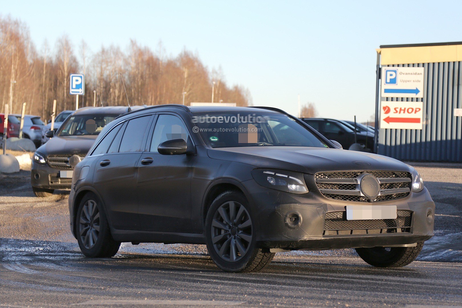 2016 mercedes glc spy photos show nearly undisguised pre production prototypes autoevolution. Black Bedroom Furniture Sets. Home Design Ideas