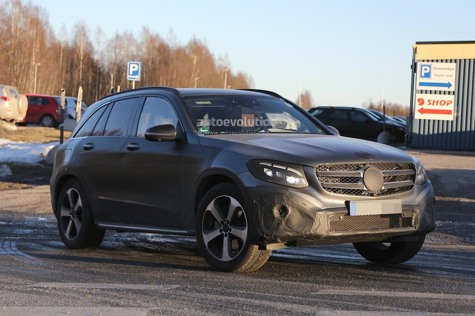 2015 - [Mercedes] GLC (GLK II) [X205] - Page 10 2016-mercedes-glc-spy-photos-show-nearly-undisguised-pre-production-prototypes_22