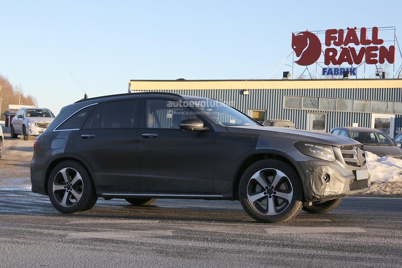 2015 - [Mercedes] GLC (GLK II) [X205] - Page 10 2016-mercedes-glc-spy-photos-show-nearly-undisguised-pre-production-prototypes_23
