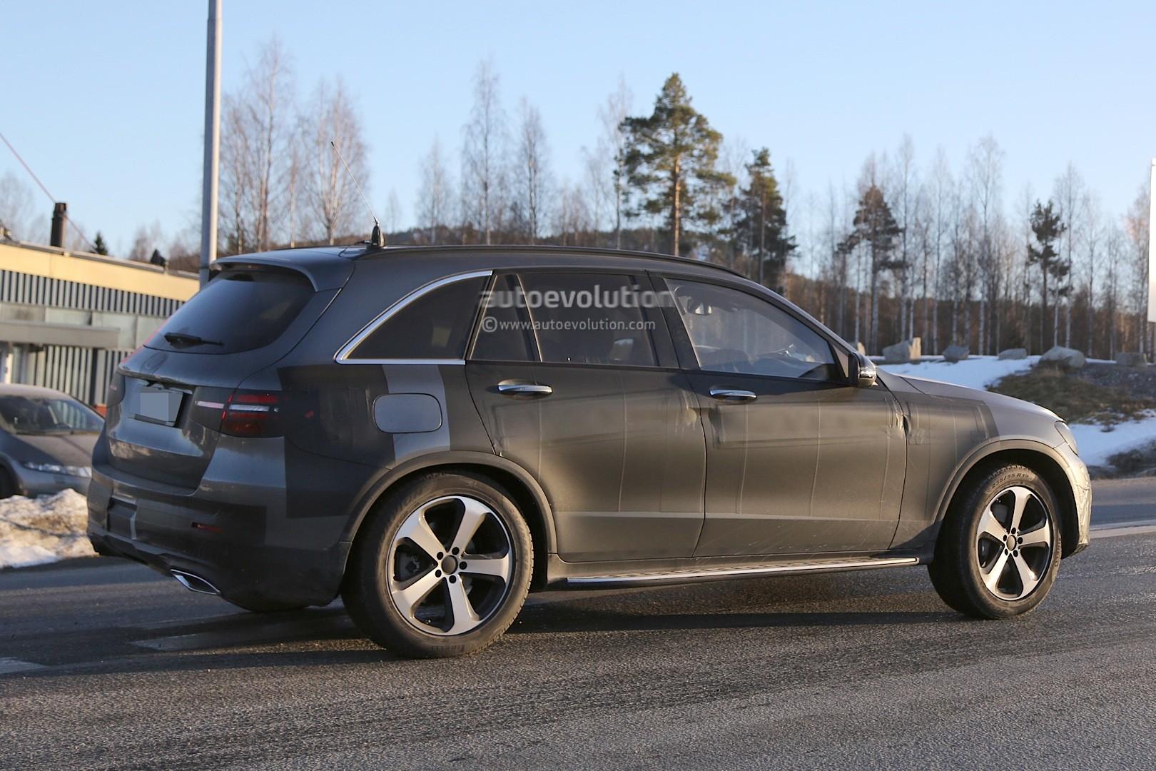 2015 - [Mercedes] GLC (GLK II) [X205] - Page 10 2016-mercedes-glc-spy-photos-show-nearly-undisguised-pre-production-prototypes_25