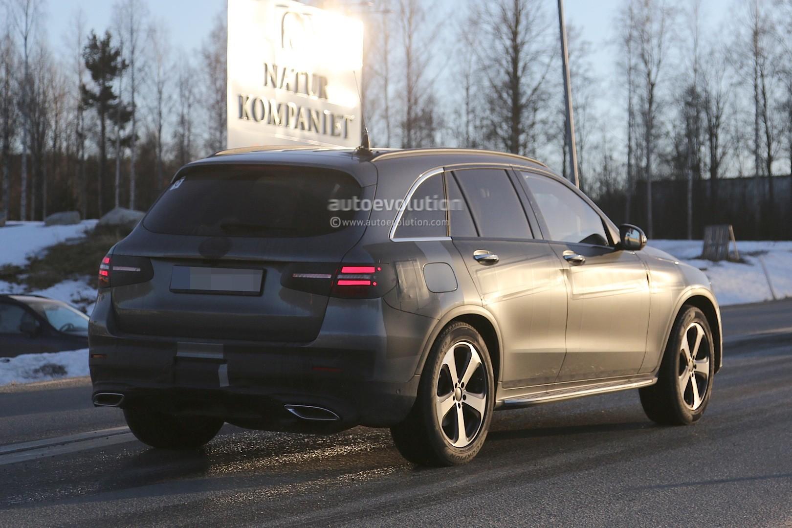 2015 - [Mercedes] GLC (GLK II) [X205] - Page 10 2016-mercedes-glc-spy-photos-show-nearly-undisguised-pre-production-prototypes_26