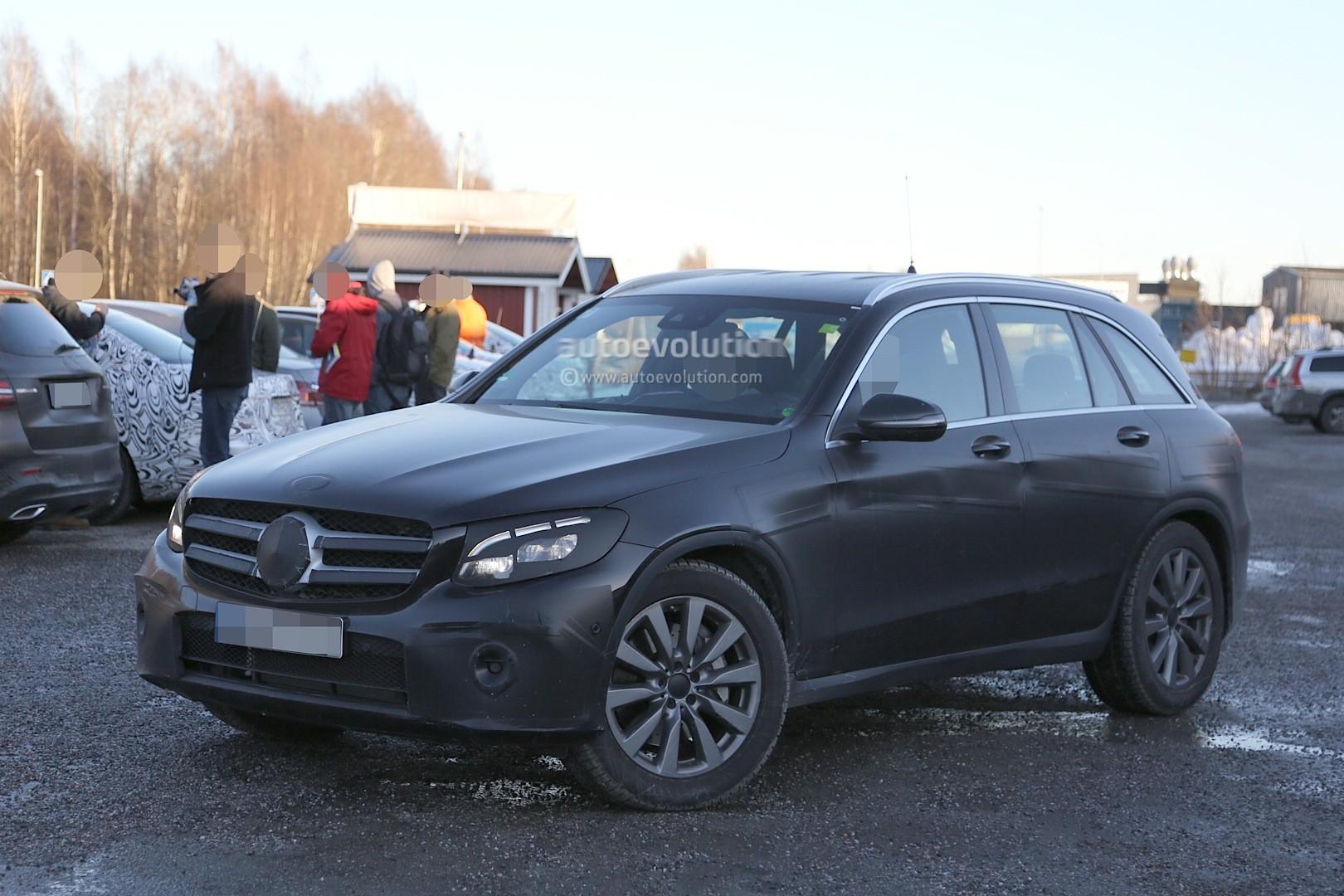 2015 - [Mercedes] GLC (GLK II) [X205] - Page 10 2016-mercedes-glc-spy-photos-show-nearly-undisguised-pre-production-prototypes_3