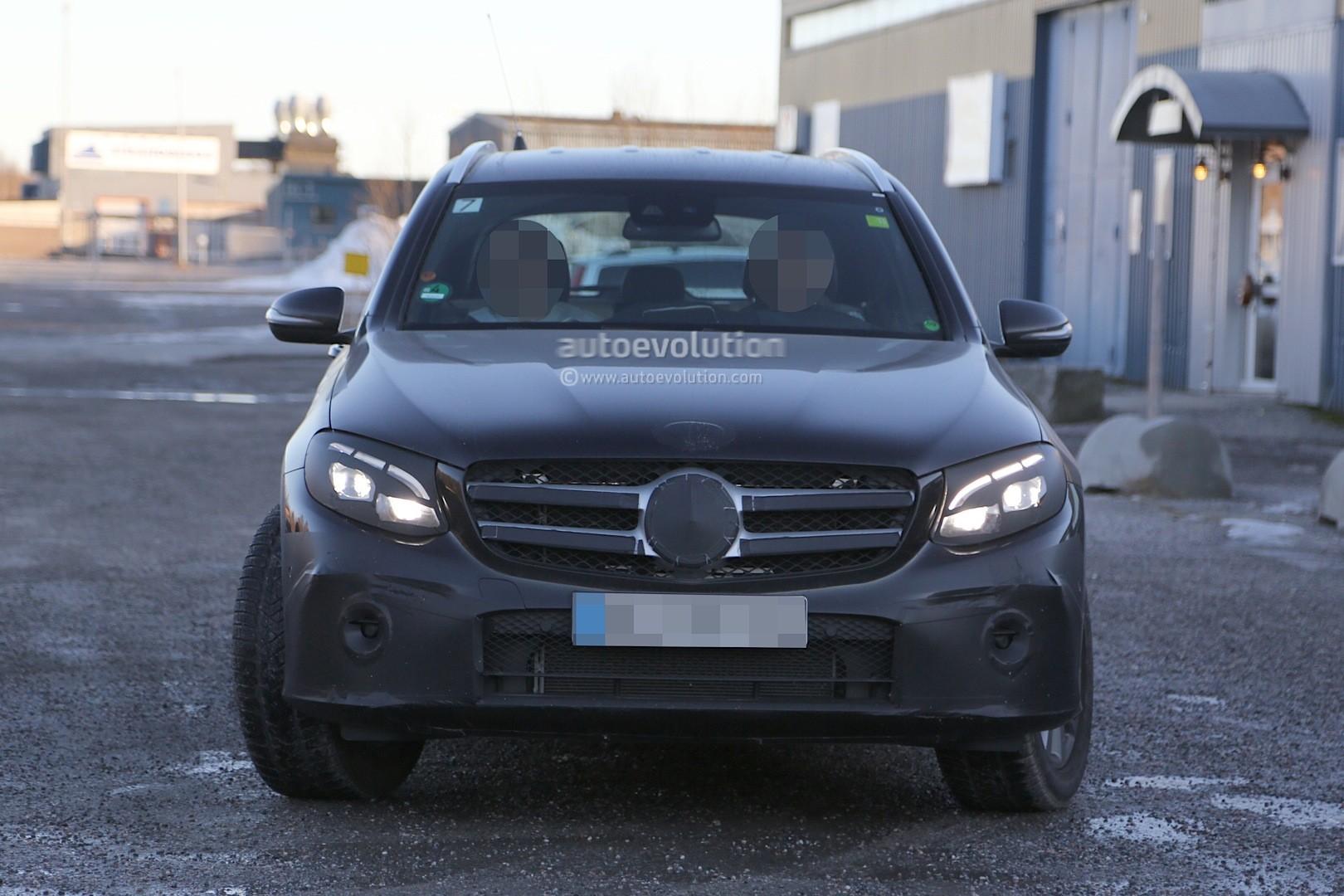 2015 - [Mercedes] GLC (GLK II) [X205] - Page 10 2016-mercedes-glc-spy-photos-show-nearly-undisguised-pre-production-prototypes_4