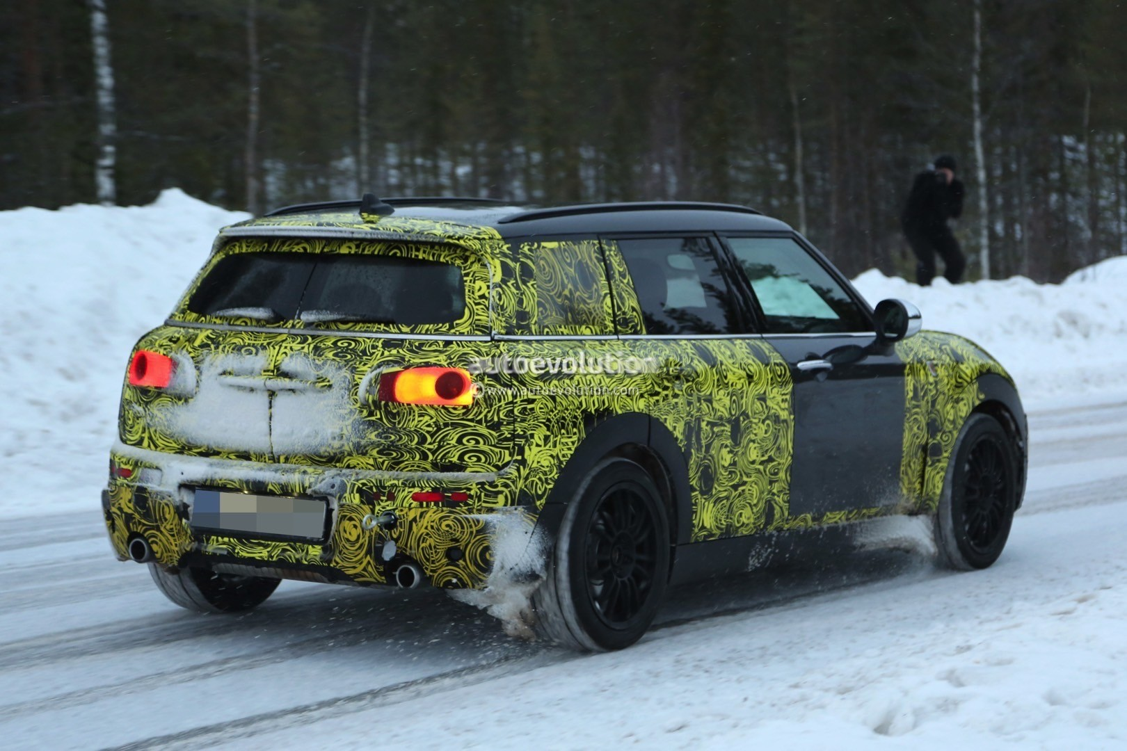 2016 mini clubman cooper s spied testing in the snow. Black Bedroom Furniture Sets. Home Design Ideas