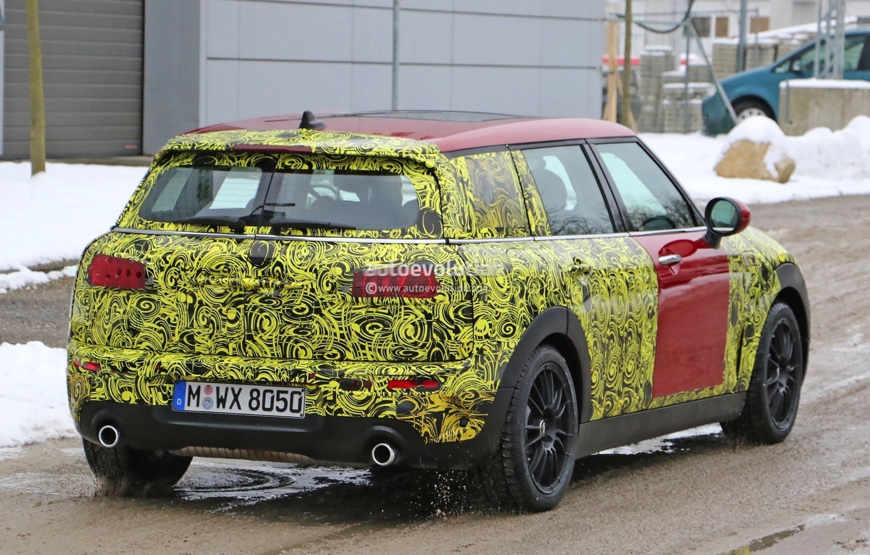 2016-mini-clubman-cooper-s-spied-wearing-production-lights-photo-gallery_6