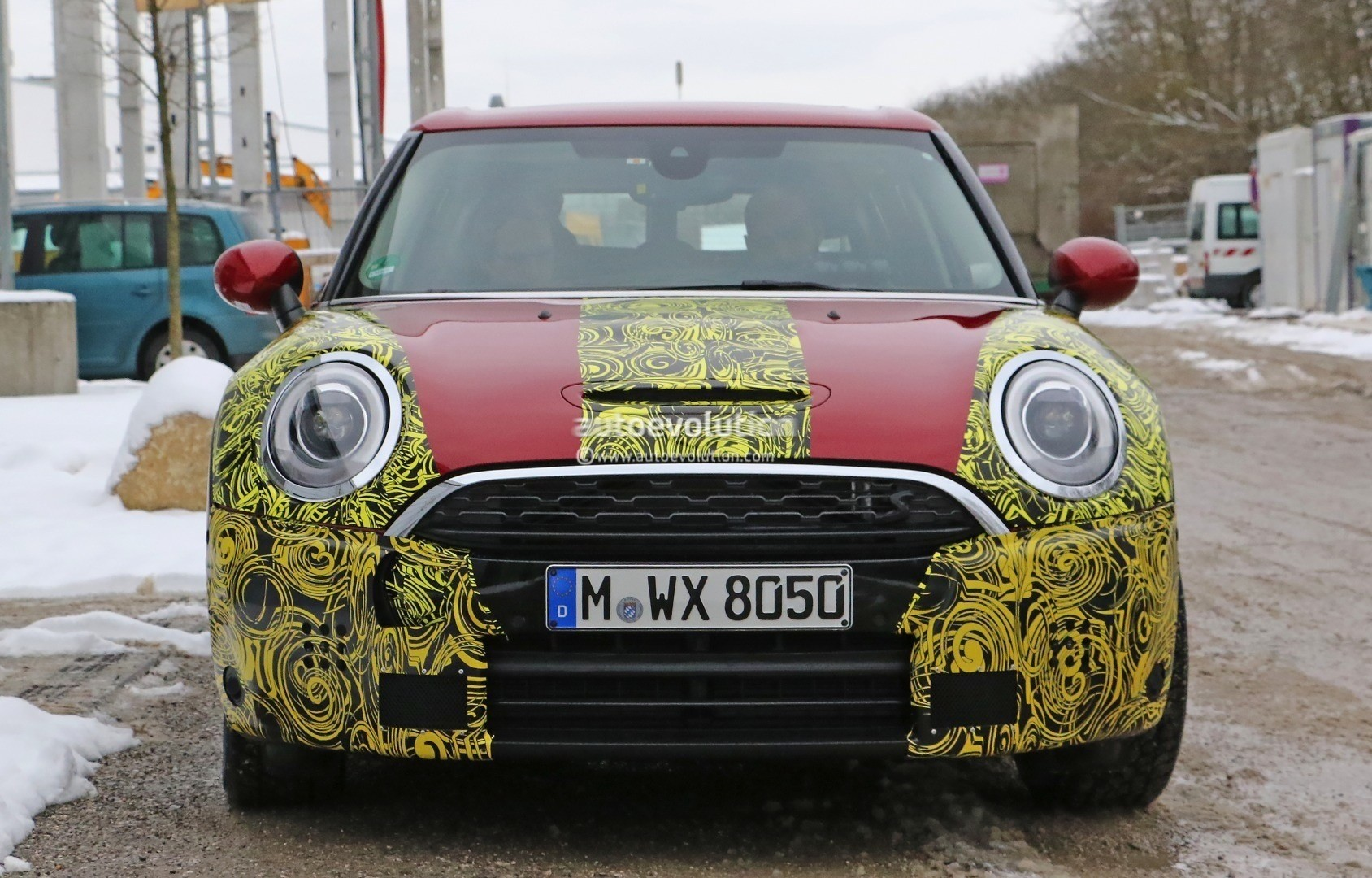 2016-mini-clubman-cooper-s-spied-wearing-production-lights-photo-gallery_7