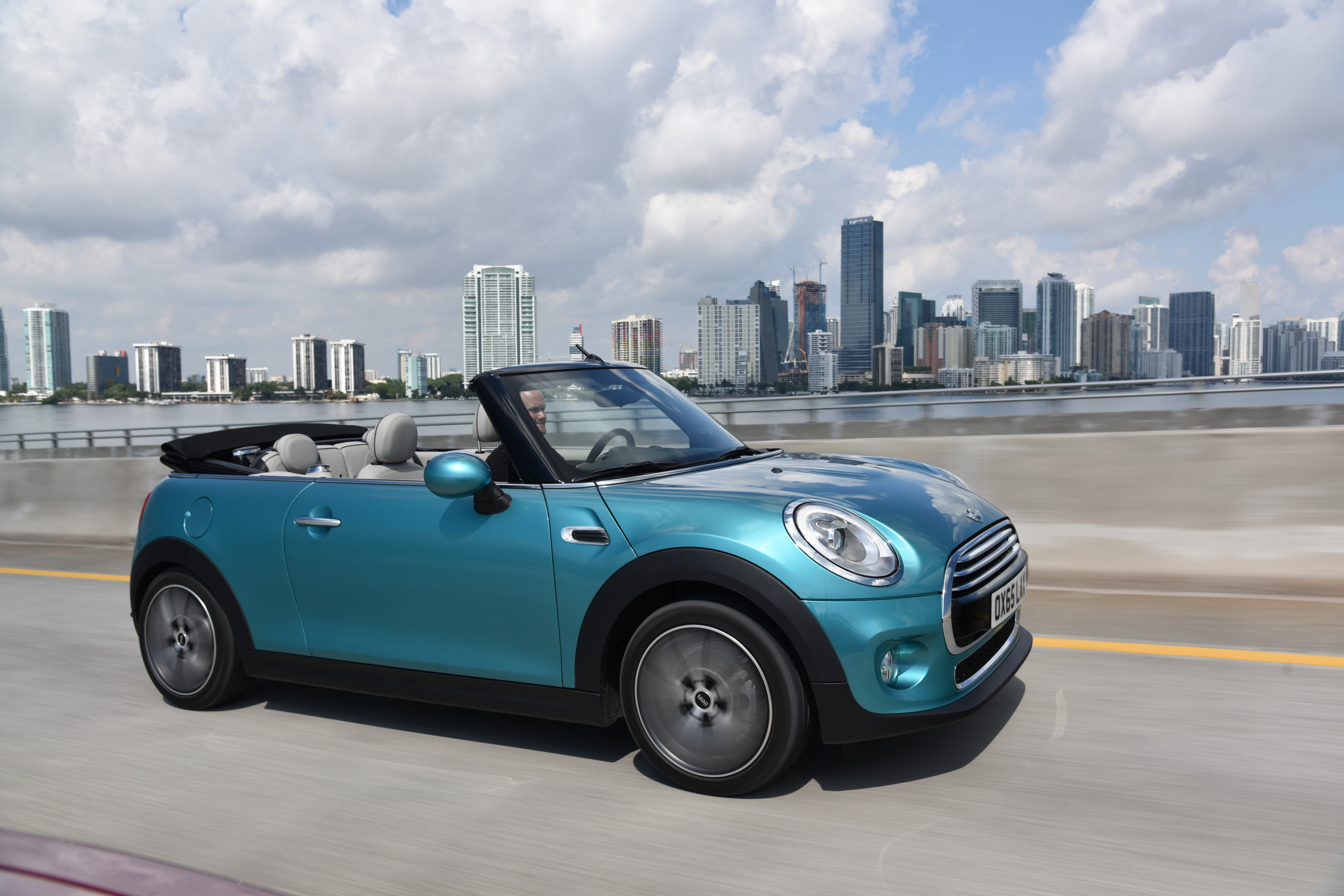 2016 mini convertible launched in caribbean aqua paint ahead of tokyo debut autoevolution. Black Bedroom Furniture Sets. Home Design Ideas