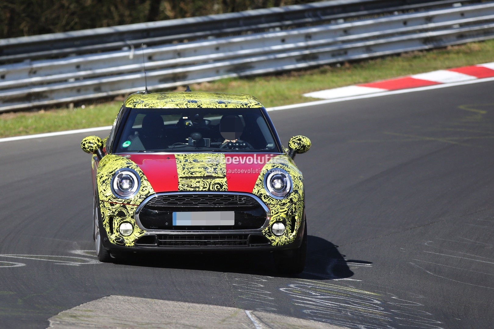 2016 mini cooper s clubman shows new details on the nurburgring autoevolution. Black Bedroom Furniture Sets. Home Design Ideas