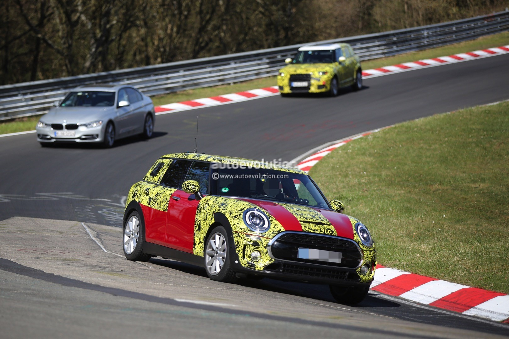 2015 - [Mini] Mini IV Clubman [F54] - Page 13 2016-mini-cooper-s-clubman-shows-new-details-on-the-nurburgring_2