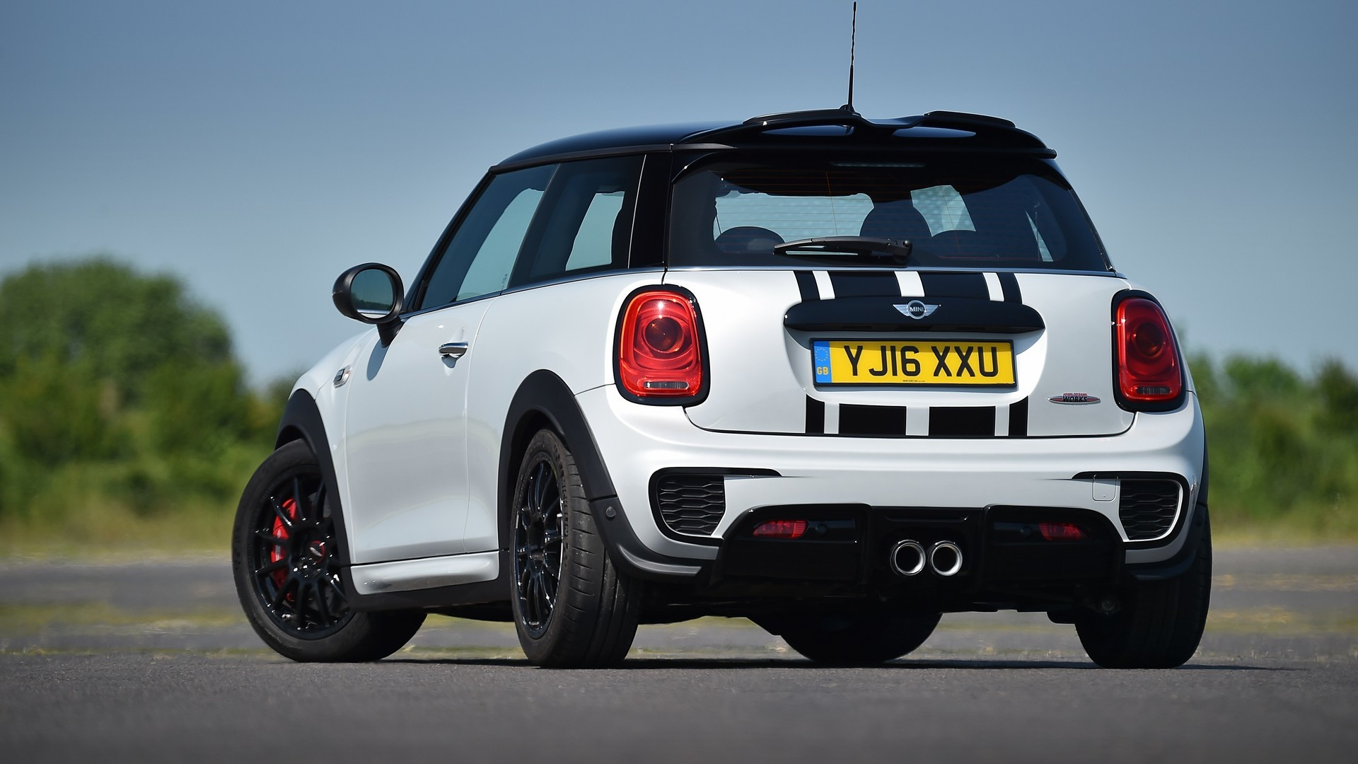 2016 MINI JCW Challenge Is Not Your Typical Pocket Rocket ...