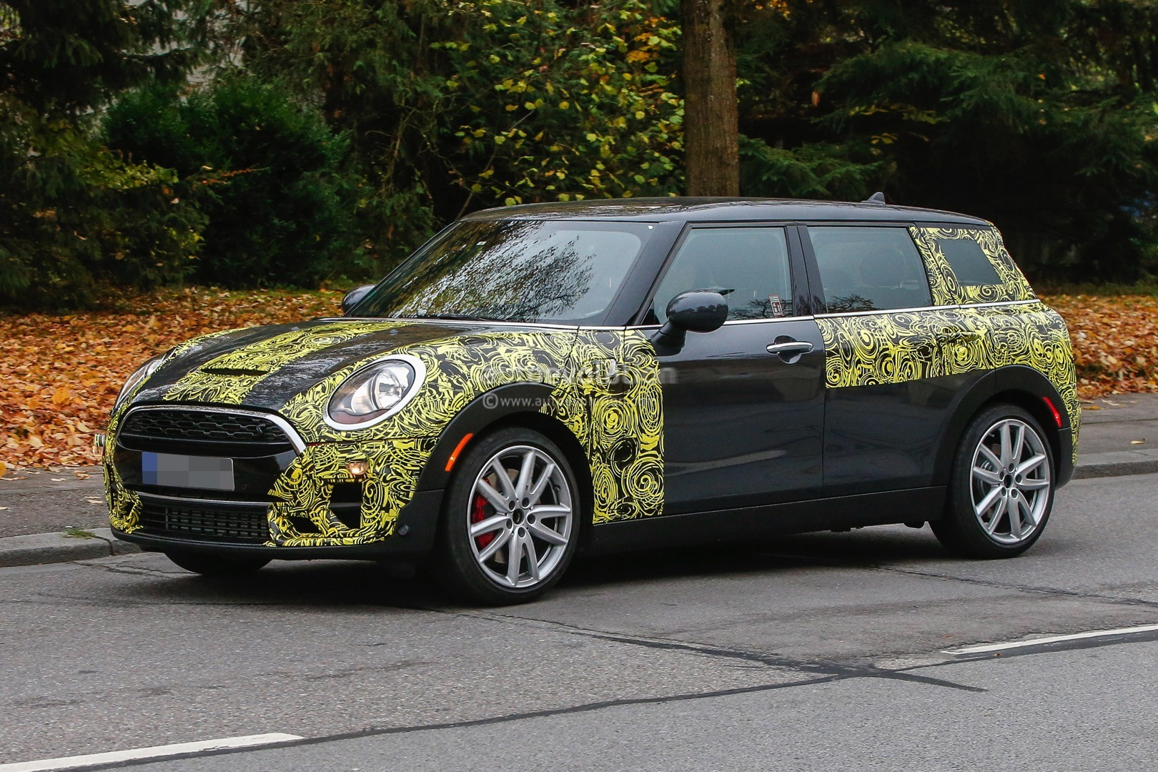 2016 mini john cooper works clubman spied less disguised. Black Bedroom Furniture Sets. Home Design Ideas