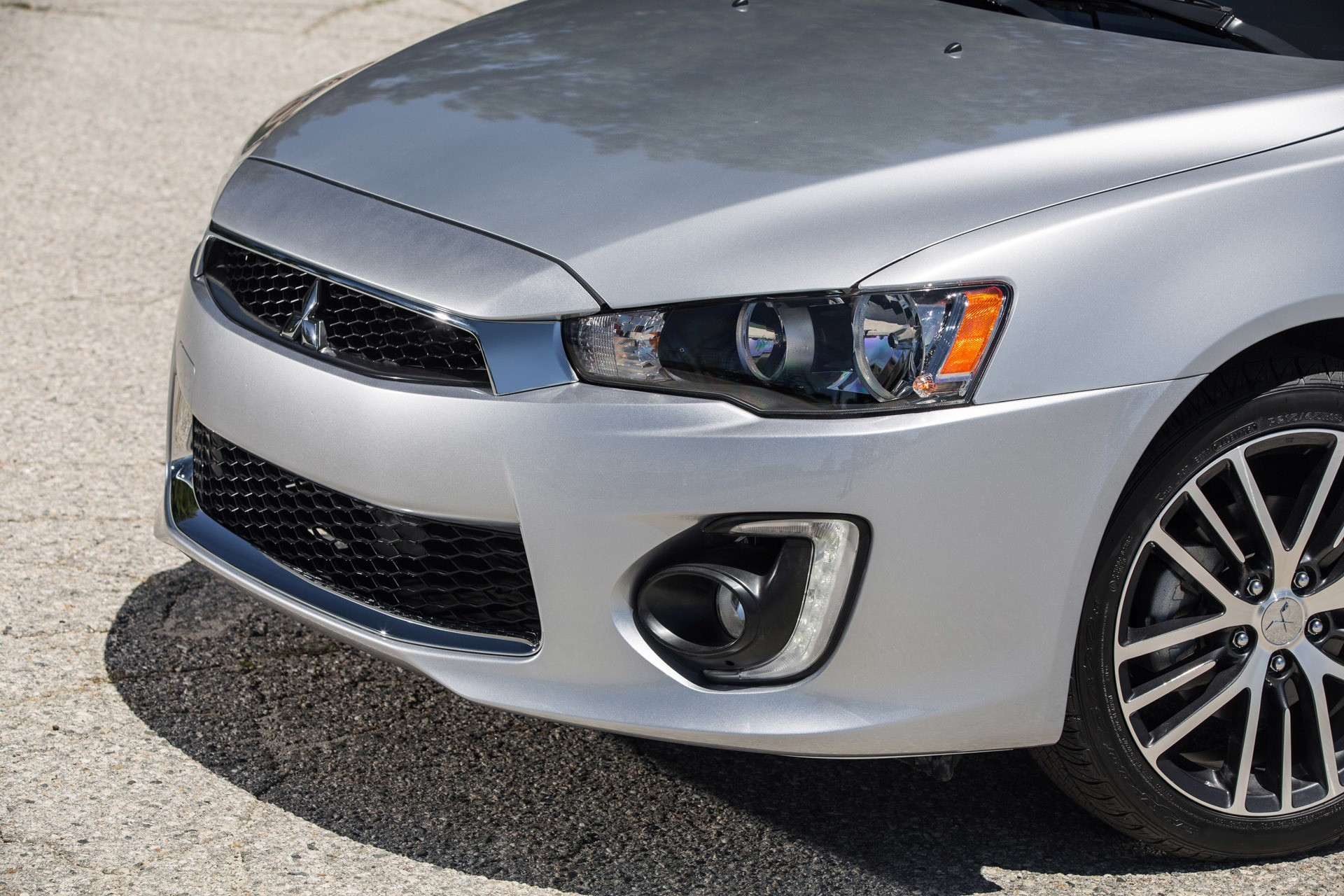 2016 Mitsubishi Lancer Revealed With Tweaked Bumper And