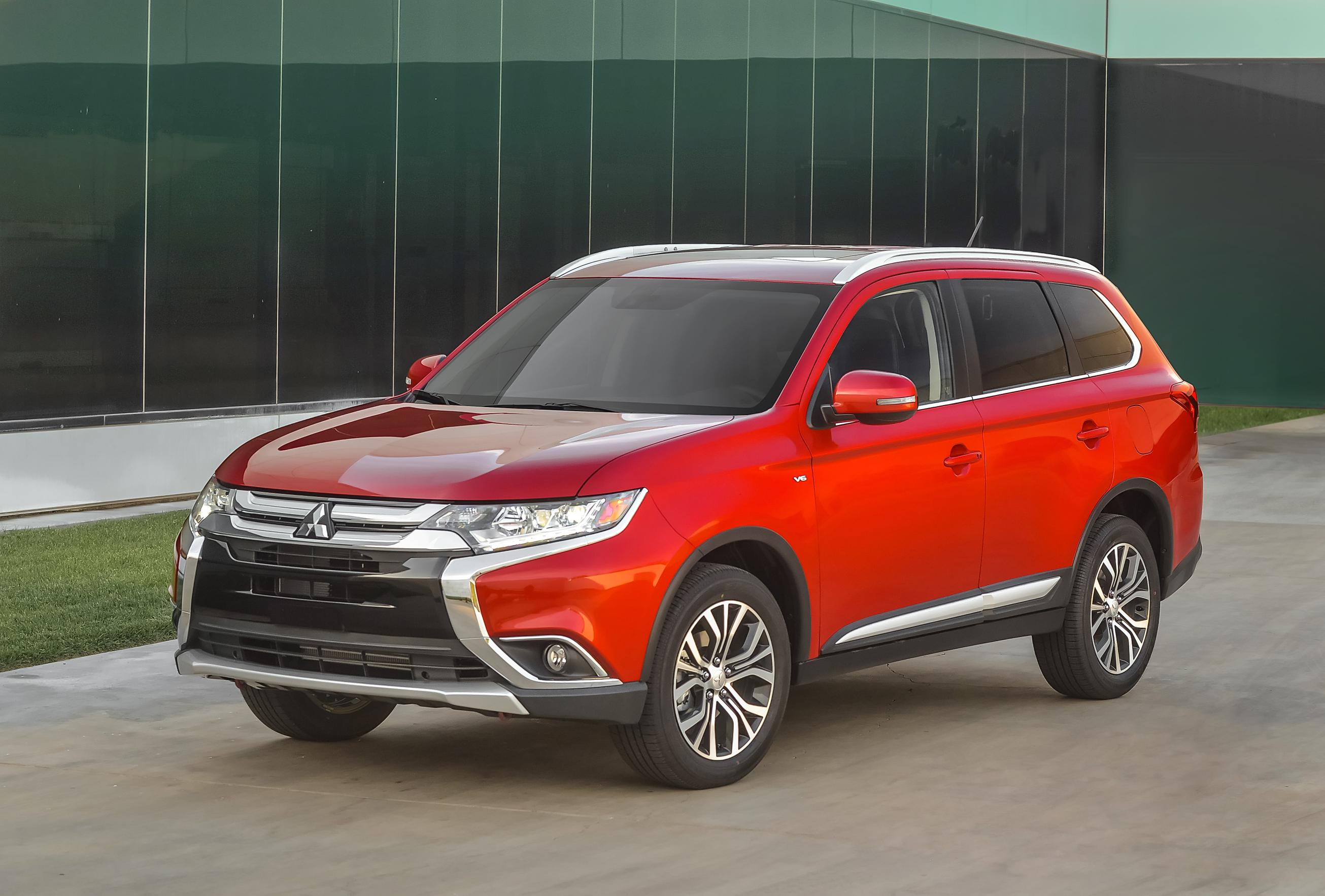 2016 mitsubishi outlander features more of everything. Black Bedroom Furniture Sets. Home Design Ideas