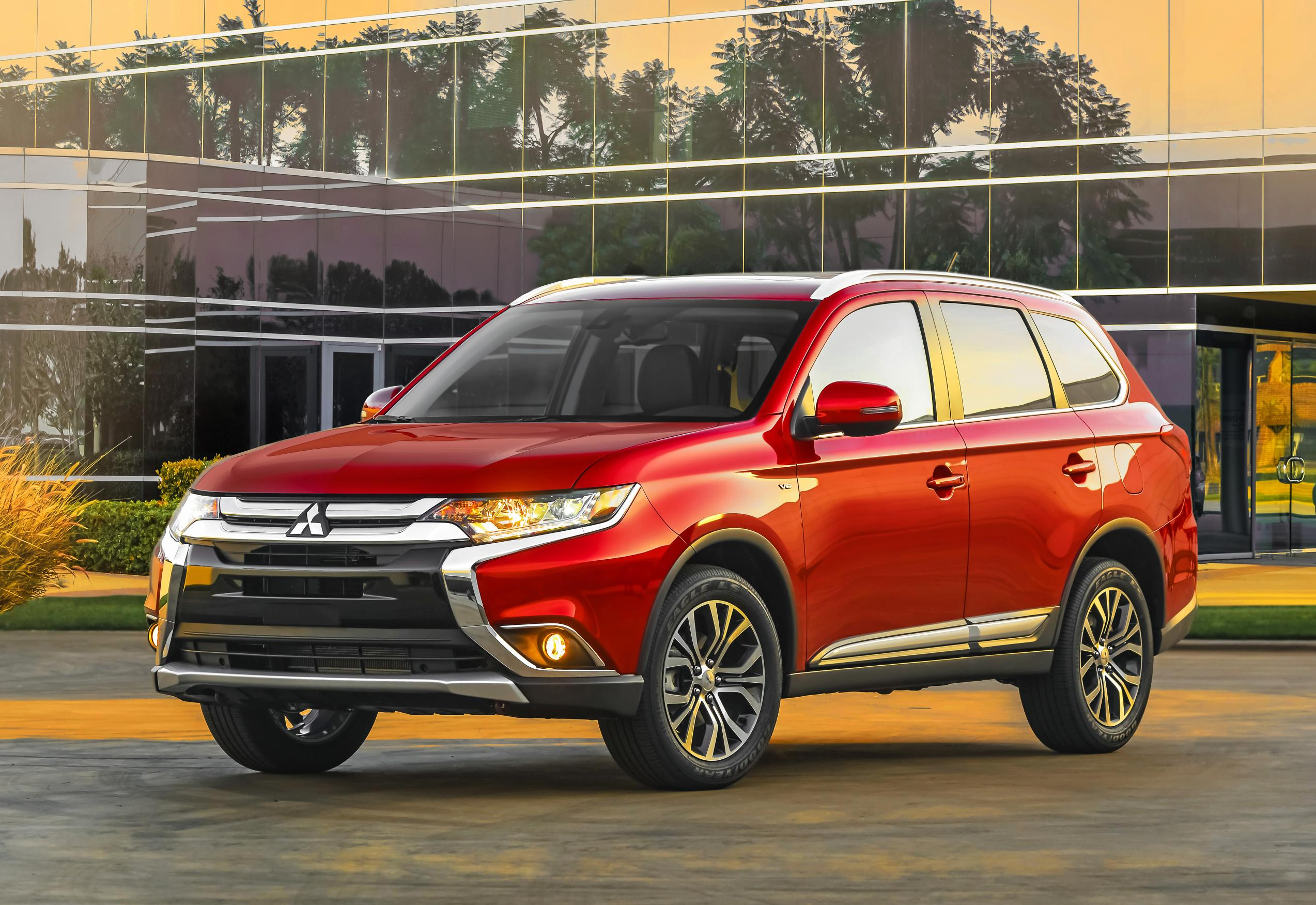 2016 mitsubishi outlander features more of everything autoevolution. Black Bedroom Furniture Sets. Home Design Ideas