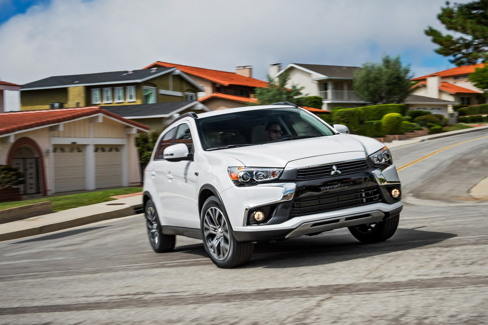 2016 Mitsubishi Outlander Sport Adds Dynamic Shield Grille - autoevolution