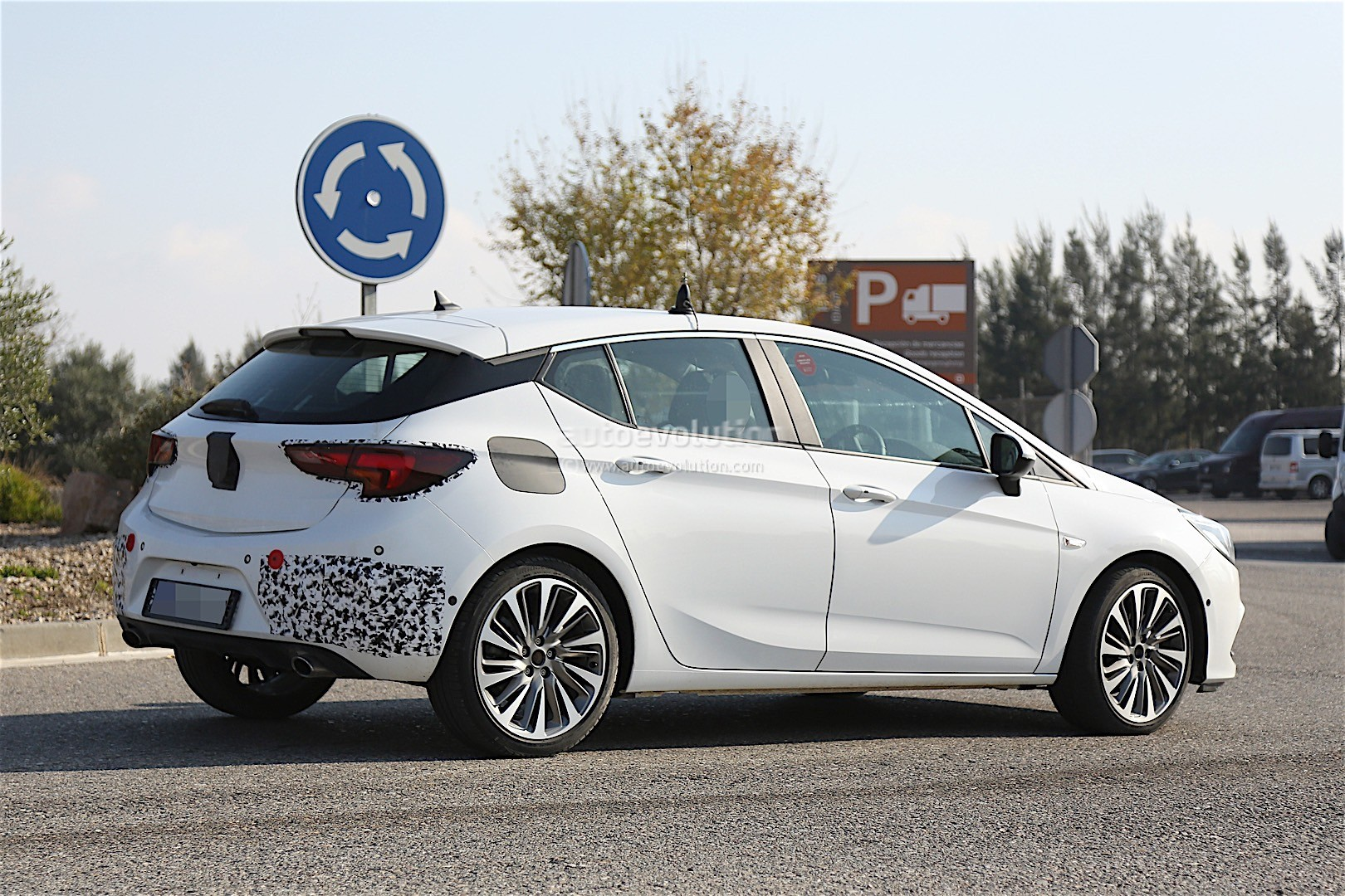 Astra K Gsi >> 2016 Opel Astra GSi Looks Ready to Take On the VW GTI in These Latest Spyshots - autoevolution