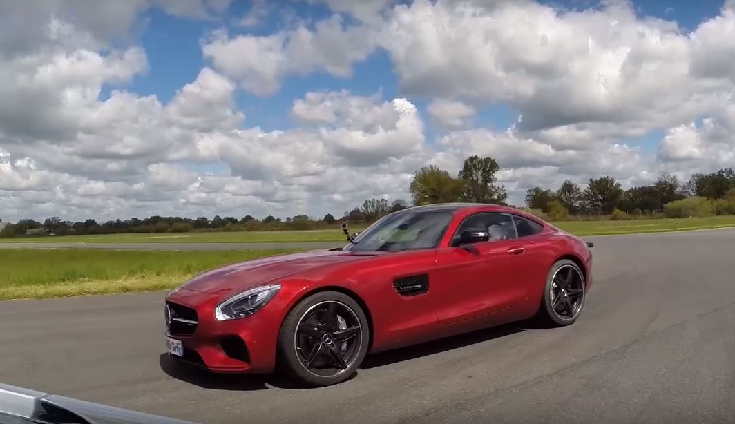 2016 porsche 911 carrera 4s vs mercedes amg gt drag race. Black Bedroom Furniture Sets. Home Design Ideas