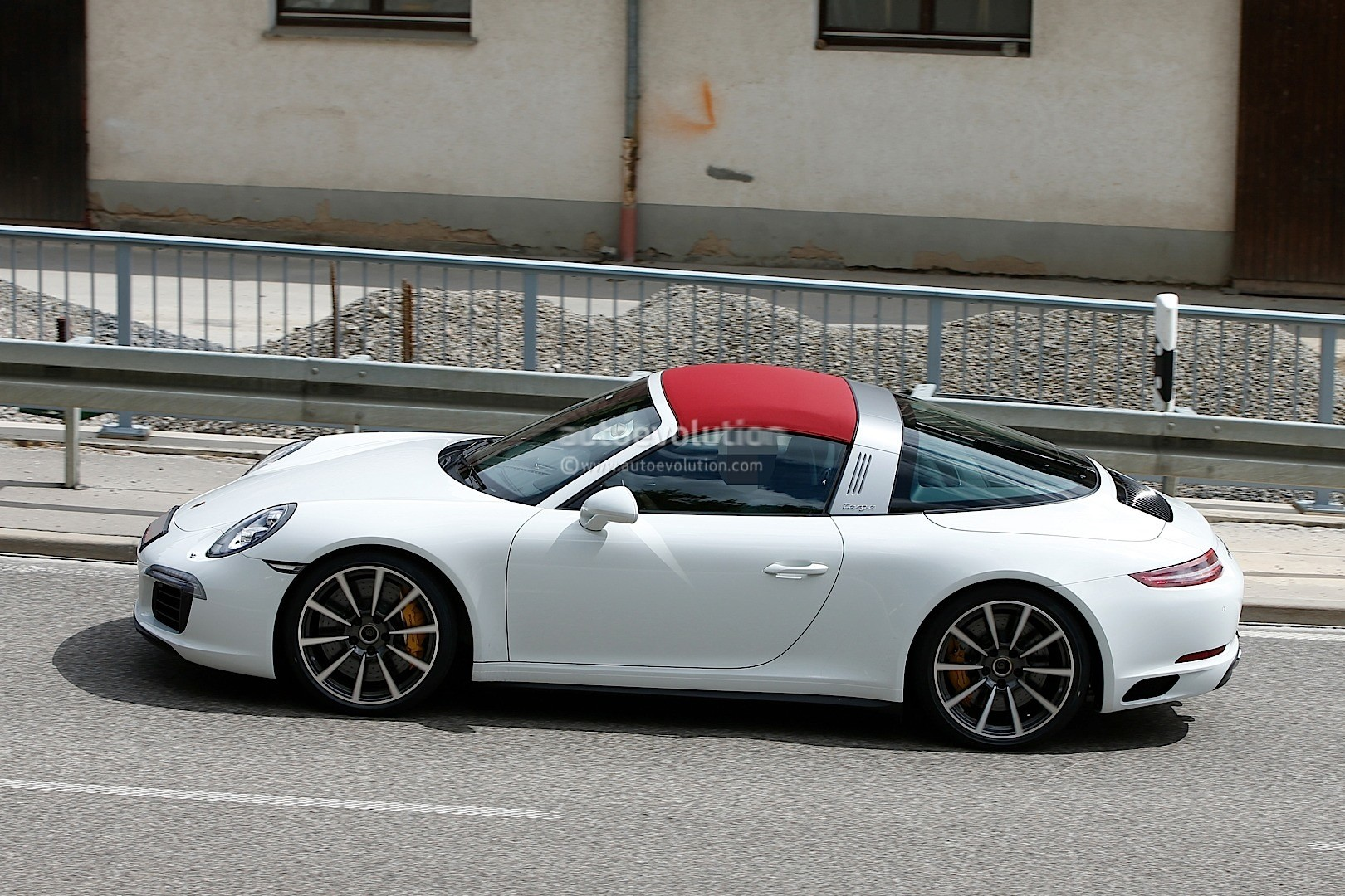2016 porsche 911 targa facelift spyshot