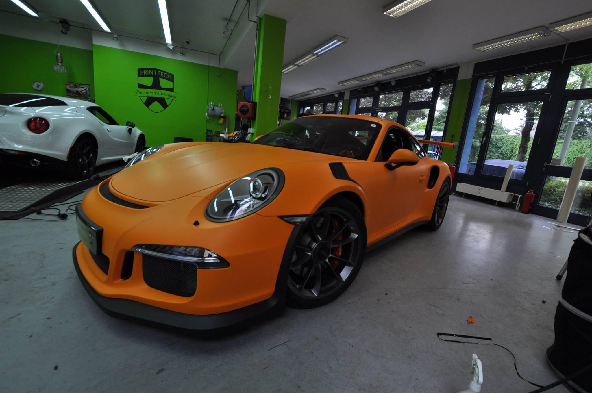 2016 porsche 911 gt3 rs gets retro look with racing orange matt wrap autoevolution. Black Bedroom Furniture Sets. Home Design Ideas
