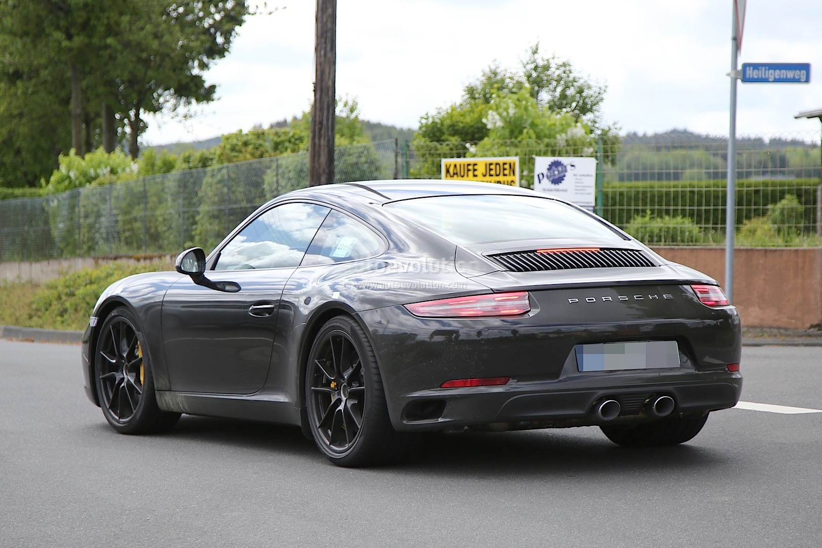 2016 porsche 911 revealed in latest spyshots facelift looks even more retro autoevolution. Black Bedroom Furniture Sets. Home Design Ideas