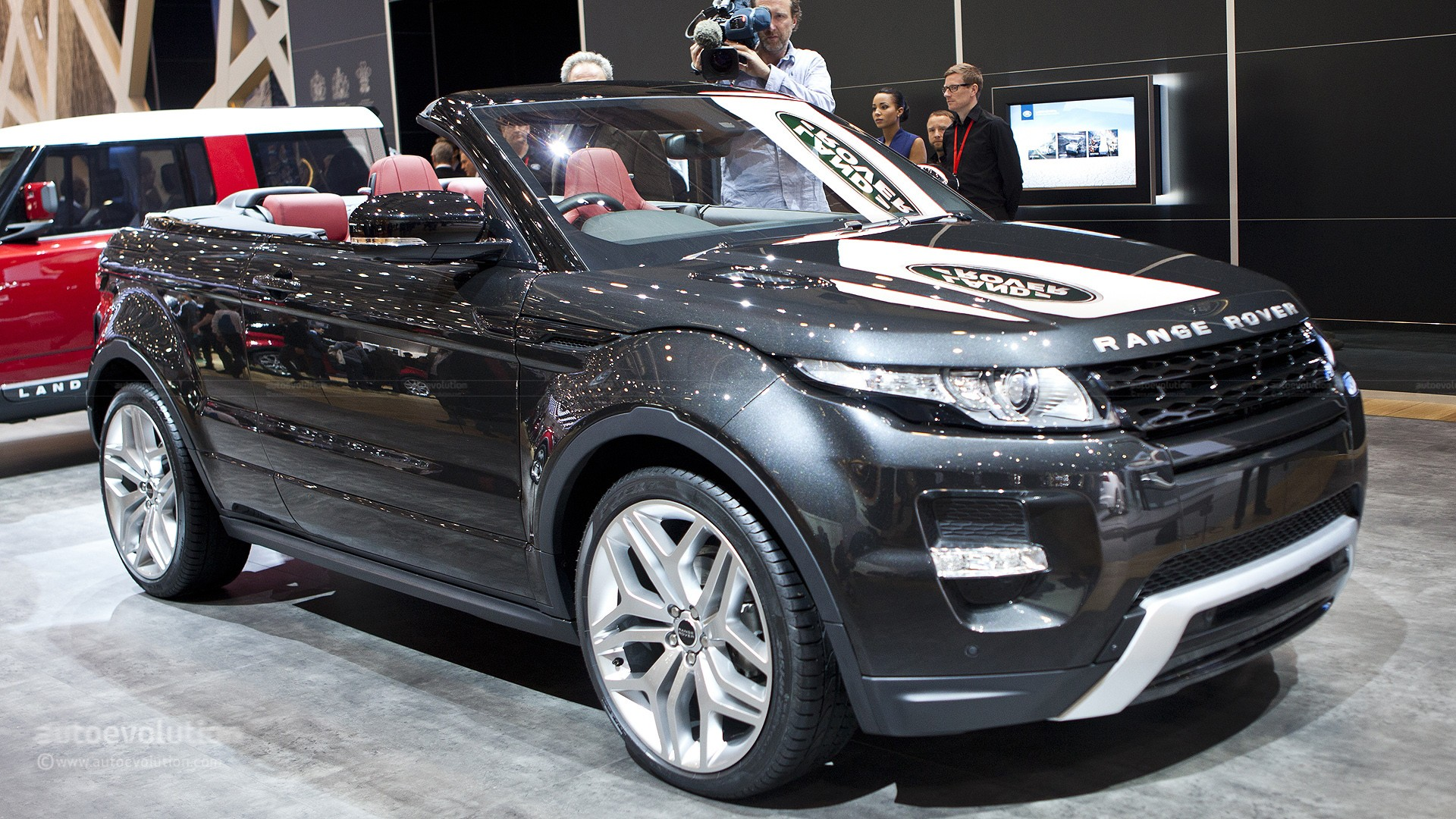 2016 range rover evoque convertible spotted during photo. Black Bedroom Furniture Sets. Home Design Ideas