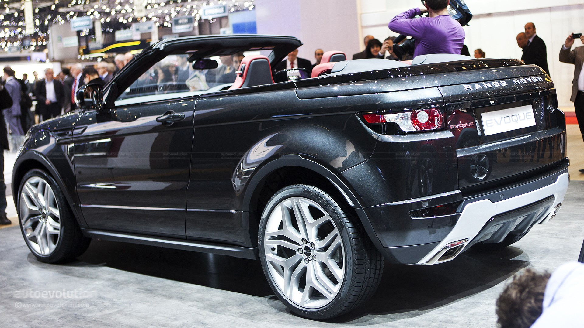 2016 range rover evoque convertible spotted during photo shoot autoevolution. Black Bedroom Furniture Sets. Home Design Ideas
