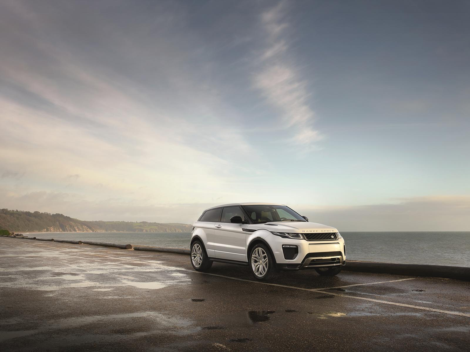 2016 range rover evoque coming with full led adaptive. Black Bedroom Furniture Sets. Home Design Ideas