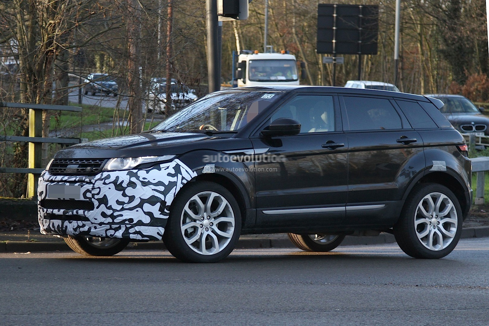 2016 range rover evoque mid life facelift spied ingenium. Black Bedroom Furniture Sets. Home Design Ideas