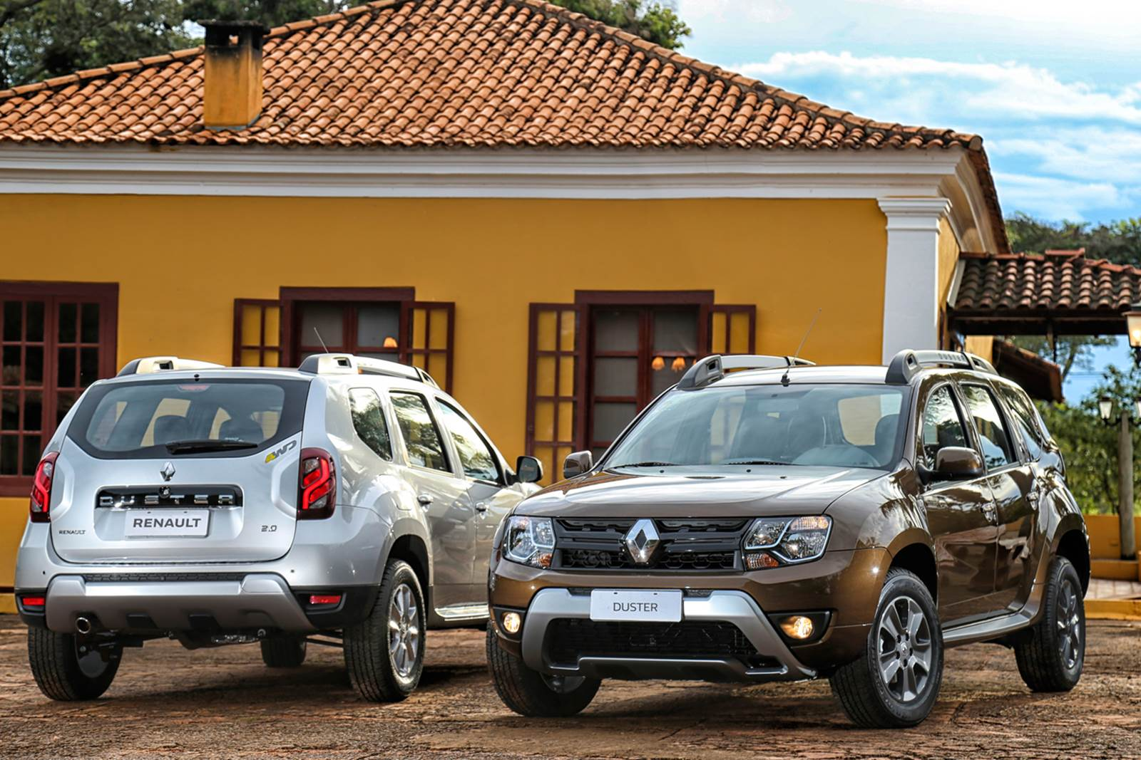 2016 renault duster launched with new look better economy. Black Bedroom Furniture Sets. Home Design Ideas