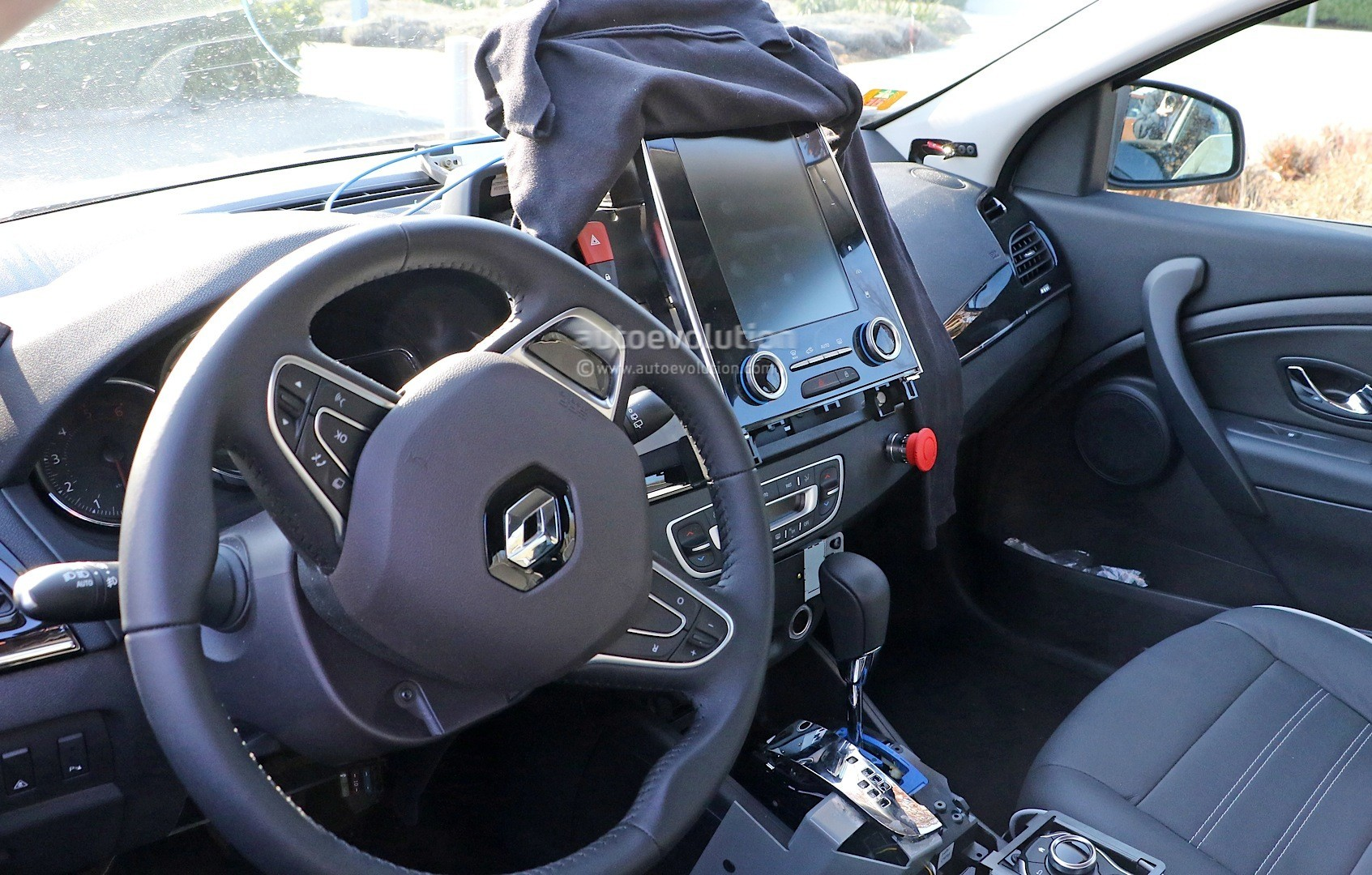 2016 renault laguna estate spied in france photo gallery Interieur clio 4