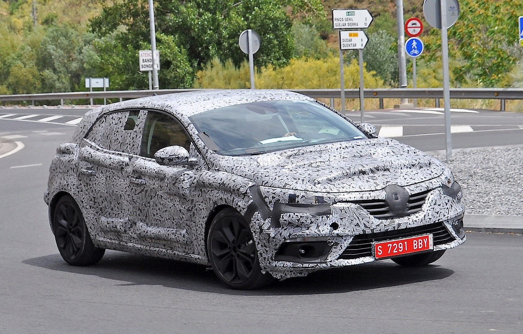 2016 renault megane iv spied in spain autoevolution. Black Bedroom Furniture Sets. Home Design Ideas