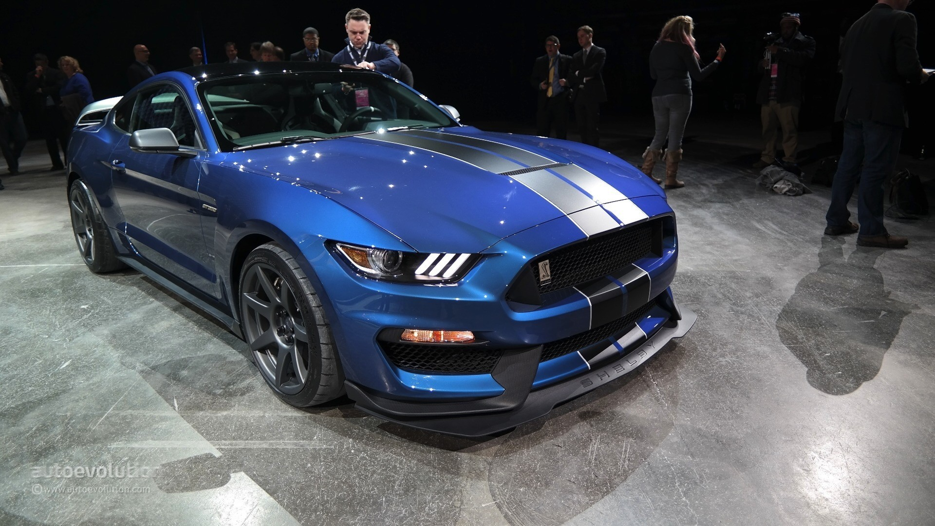 2016 shelby gt350 mustang develops 526 horsepower video. Black Bedroom Furniture Sets. Home Design Ideas