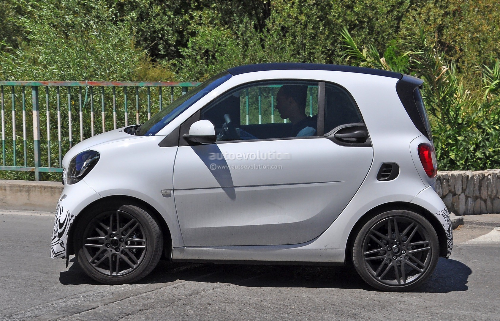 2016 smart fortwo brabus spotted in production guise. Black Bedroom Furniture Sets. Home Design Ideas