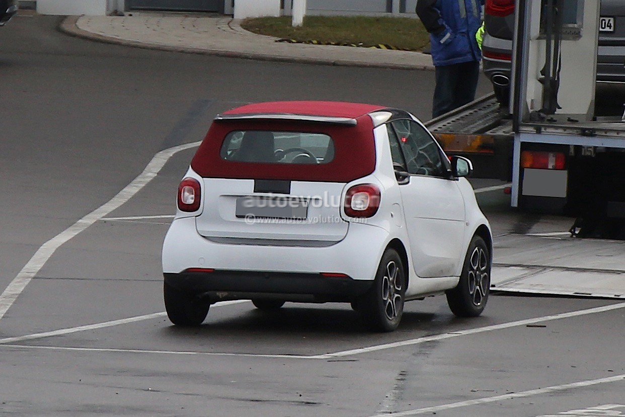 2016 smart fortwo cabrio spied with electric sliding canvas roof autoevolution. Black Bedroom Furniture Sets. Home Design Ideas