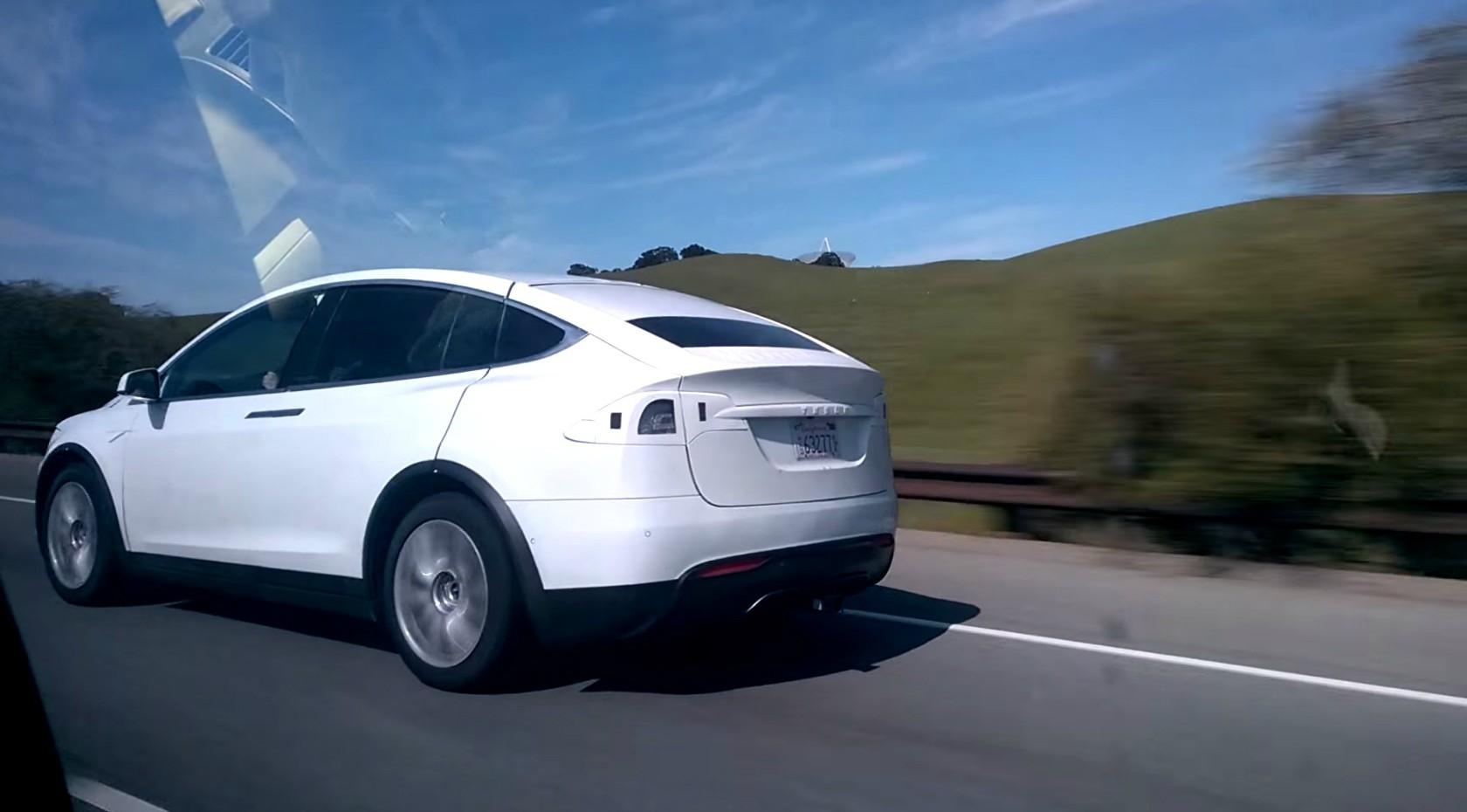 2016 tesla model x spied in california it s got a tow for Tesla model x porte