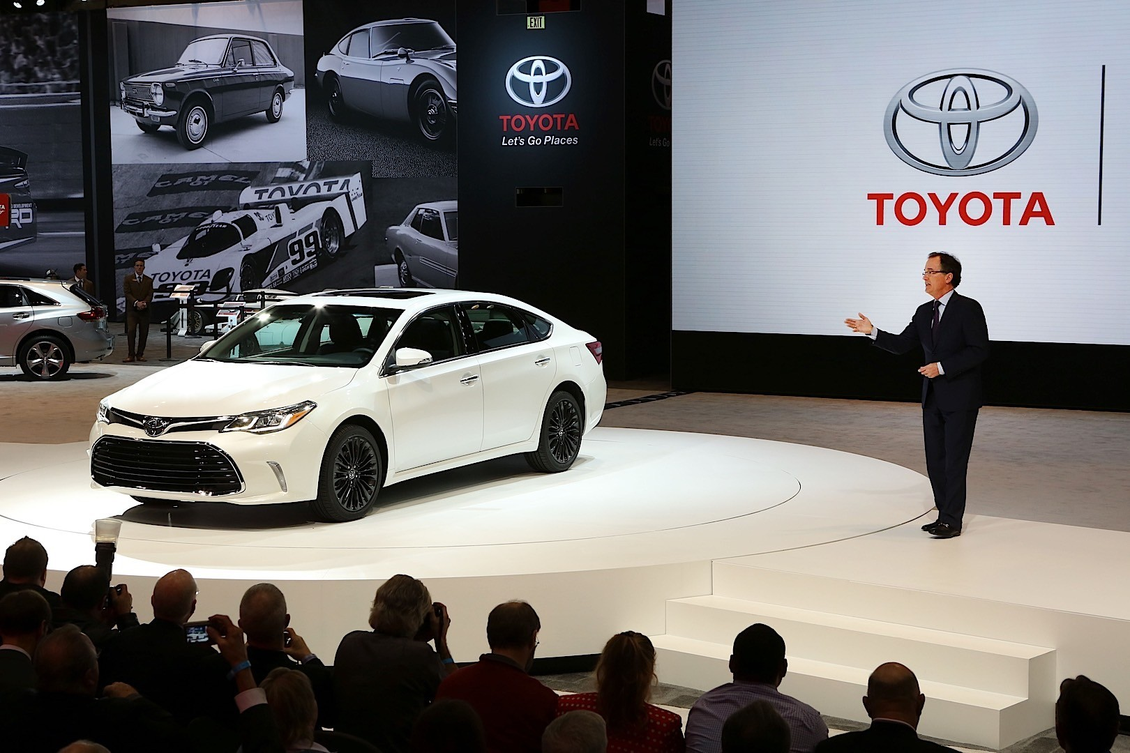 Toyota Avalon Shows Off New Face At Chicago Auto Show - Toyota show car