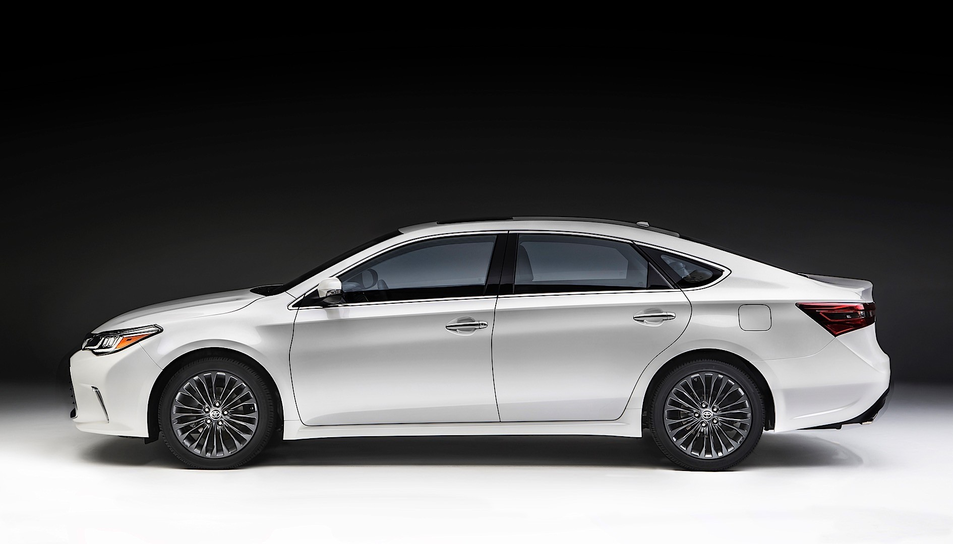 Toyota Avalon Shows Off