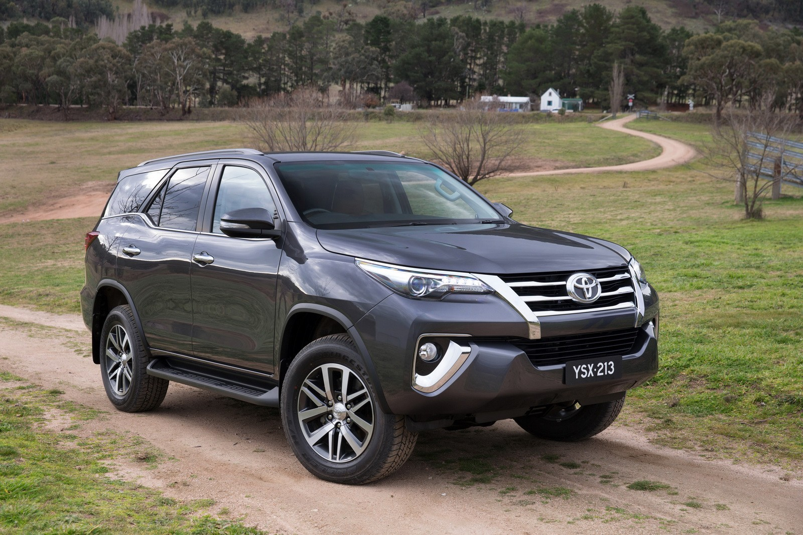 2016 Toyota Fortuner Debuts in Australia and Thailand with 177 HP 2.8 ...