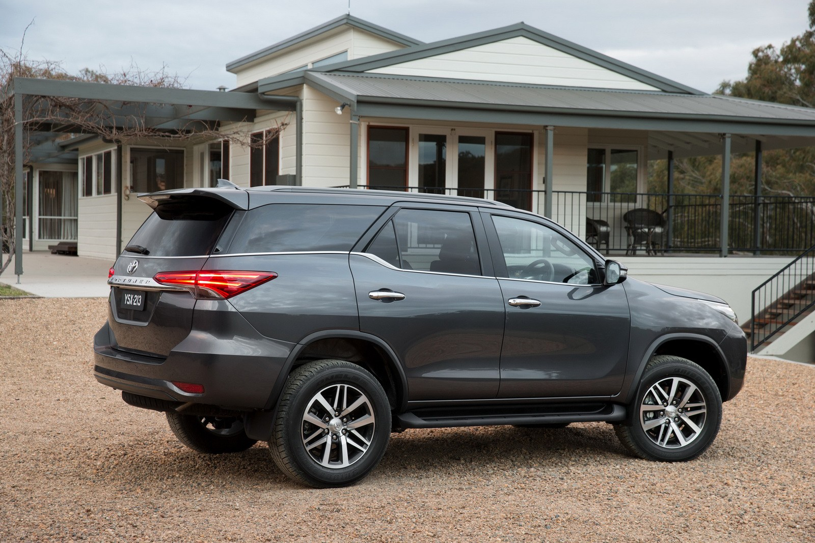 2016 Toyota Fortuner Debuts in Australia and Thailand with ...