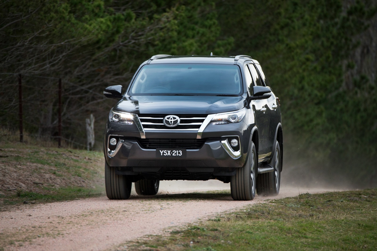 2016 Toyota Fortuner Debuts in Australia and Thailand with 177 HP 2.8 Mill - autoevolution