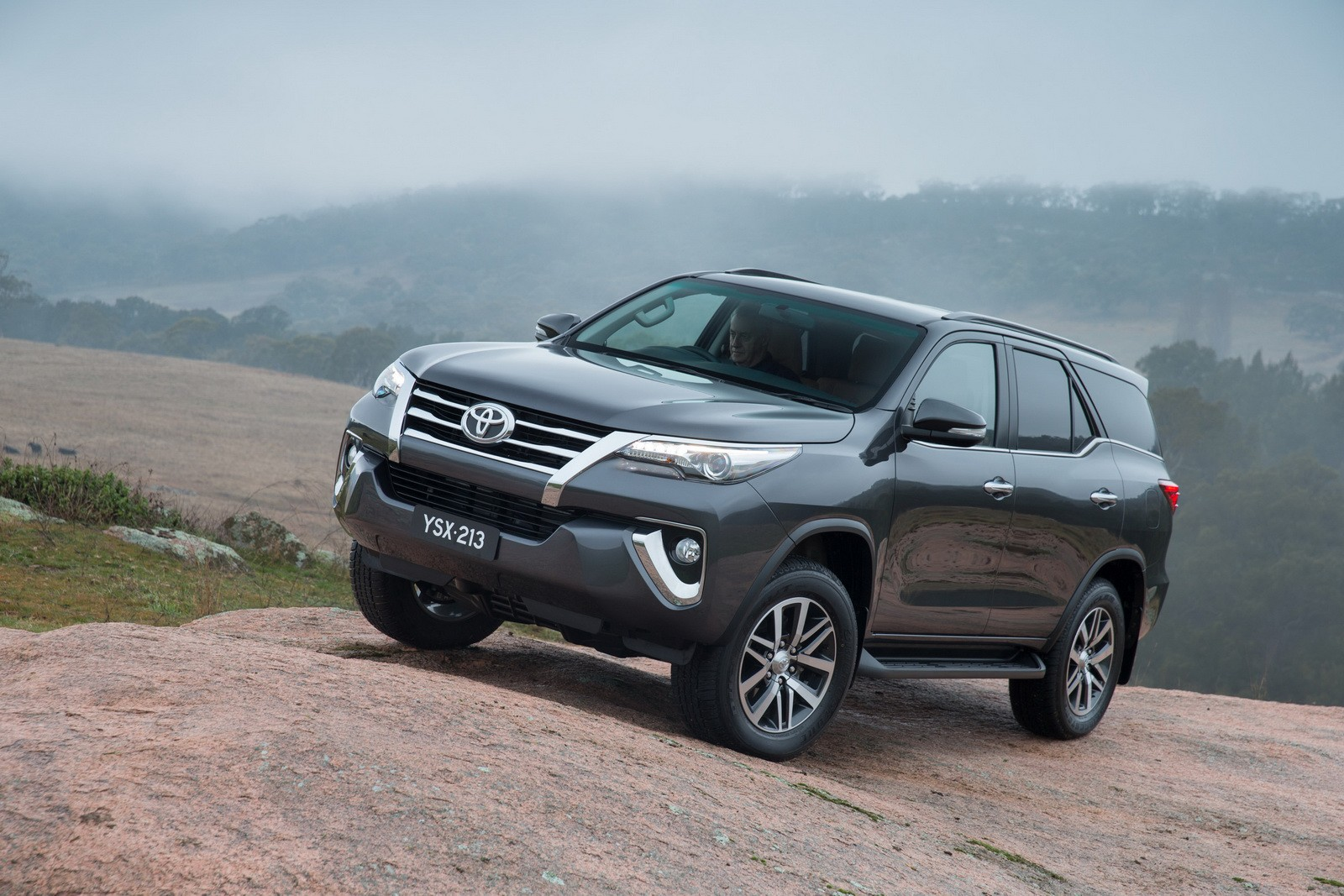 Toyota Prado 2019 New Model >> 2016 Toyota Fortuner Debuts in Australia and Thailand with 177 HP 2.8 Mill - autoevolution