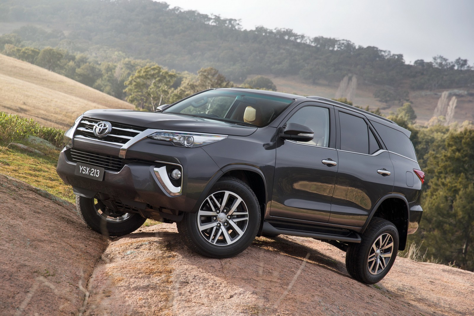 Highlander Vs 4Runner >> 2016 Toyota Fortuner Debuts in Australia and Thailand with 177 HP 2.8 Mill - autoevolution