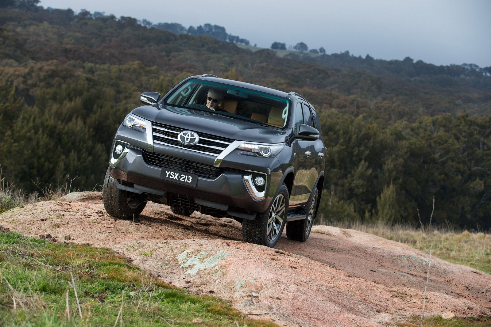 2016 Toyota Fortuner Debuts In Australia And Thailand With 177 Hp