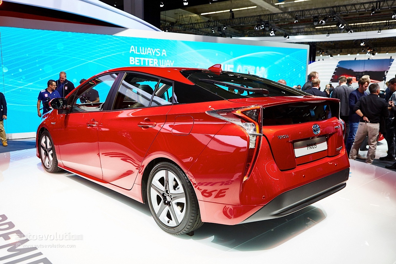 here 39 s a demo of the 2016 toyota prius e four 4wd system autoevolution. Black Bedroom Furniture Sets. Home Design Ideas